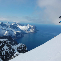 off-piste-downhill-c-senja-lodge